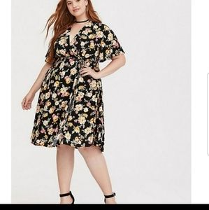 Torrid floral wrap dress NWT